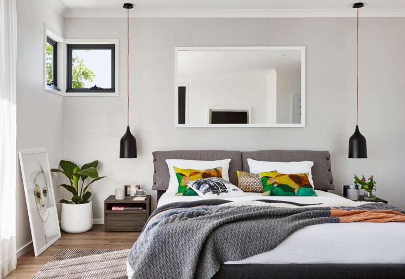 Bedroom with greenery and pendants